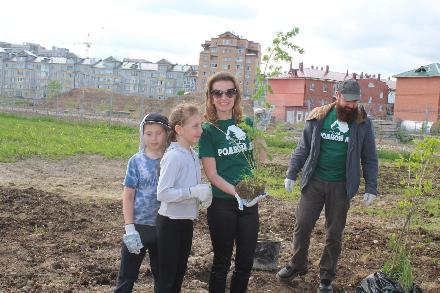 В «Детской деревне SOS - Вологда» появилась аллея кедров, лиственниц и яблонь